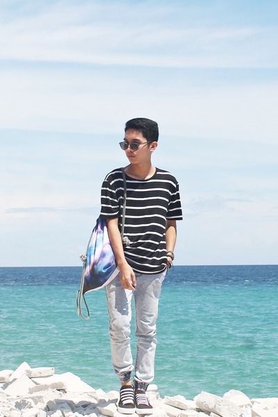 black striped Loalde top