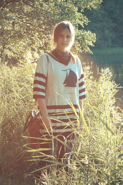 navy skinny jeans Cubus jeans - white boat print SH sweater - black indie market