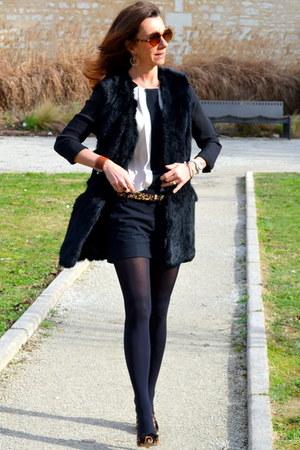 black Zara shorts - beige silk Comptoir des Cotonniers shirt