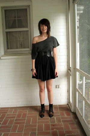 H&M shirt - Express belt - Urban Outfitters skirt - socks - Duo vintage shoes