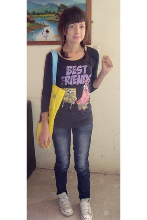 blue Zara jeans - yellow bob esponja bag - off white Converse sneakers - gray pu