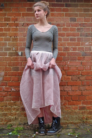 light pink tulle DKNY skirt - black shiny doc martens boots