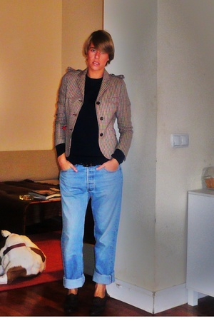 Zara jacket - Zara sweater - Levis jeans - Pertegaz shoes