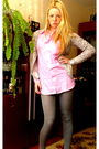 Silver-morgan-sweater-pink-killah-shirt-gray-leggings