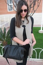 camel Stradivarius vest - black Stradivarius bag - black Primark sunglasses
