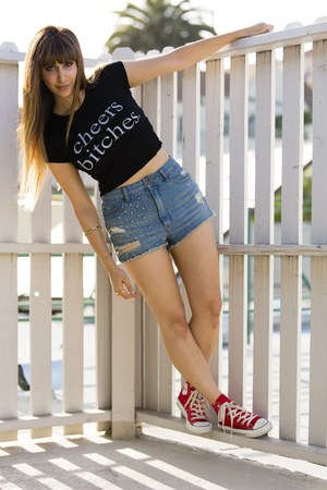 black brandy melville t-shirt - light blue BDG shorts