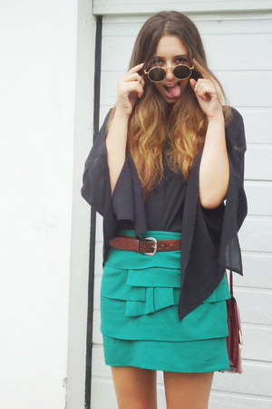 Romwecom blouse - vintage bag - sunglasses - vintage skirt
