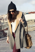 Zara coat - Oysho hat - Celine sunglasses - H&M pants