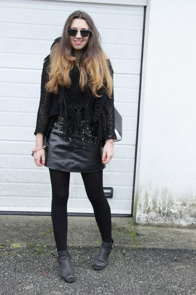 Zara bag - boots - rayban sunglasses - Zara skirt