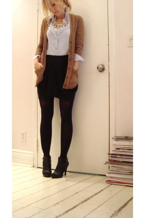 black skirt - beige LOH sweater - blue shirt - black Nine West shoes - gold acce
