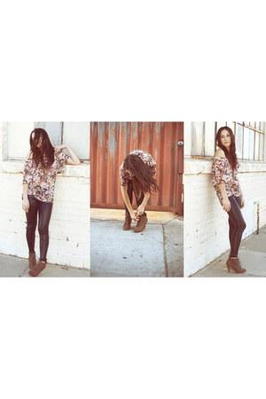 light pink H&M top - black Forever 21 leggings - light brown Steve Madden heels