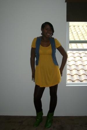 vest - dress - tights - shoes