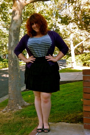 purple banana republic cardigan - gray Gap t-shirt - black Ann Taylor Loft skirt