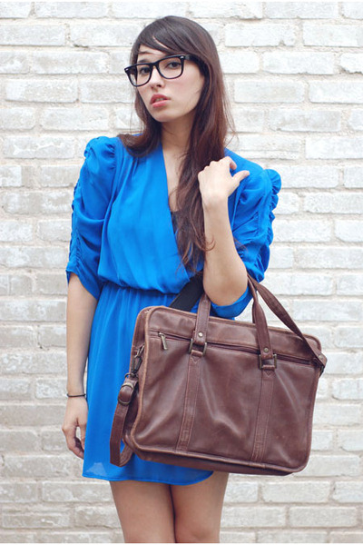 Blue-bonjour-vintage-dress-brown-bonjour-vintage-accessories_400