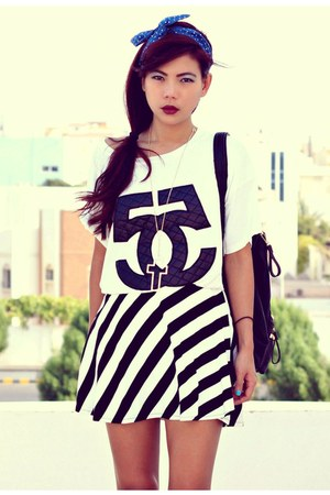 black stripes Romwecom skirt - white oversize choiescom t-shirt