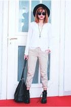 black Romwecom boots - beige Oasapcom pants
