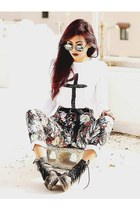 white cross print Romwecom jumper - black round Romwecom glasses