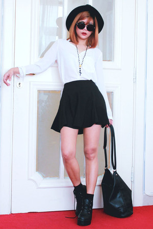 black everything from Romwecom top