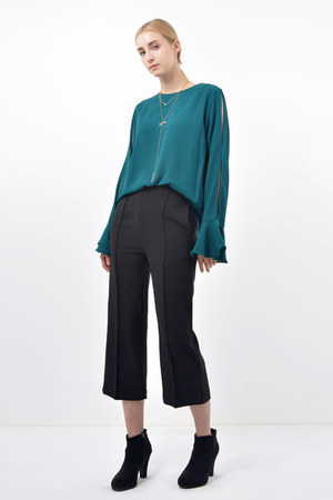Bosroom pants - Bosroom blouse - Bosroom necklace
