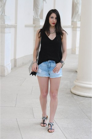 black H&M top - blue Zara shorts - silver H&M necklace