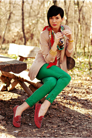 ruby red Oasapcom shoes - camel pull&amp;bear blazer - green Zara pants