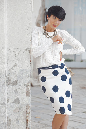 navy lindex skirt - white lindex sweater