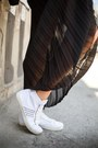Black-terranova-bag-white-terranova-sneakers-black-terranova-skirt
