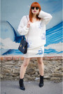 Vintage-boots-miia-sweater-ray-ban-sunglasses-miia-skirt