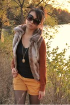 light brown faux fur vest - mustard Forever 21 shorts
