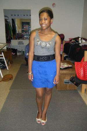 gray top - blue skirt - beige shoes