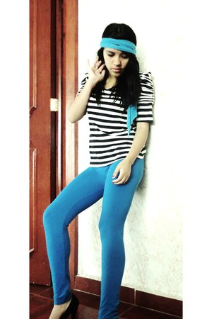 blue accessories - comfortable leggings - striped blouse - platforms heels
