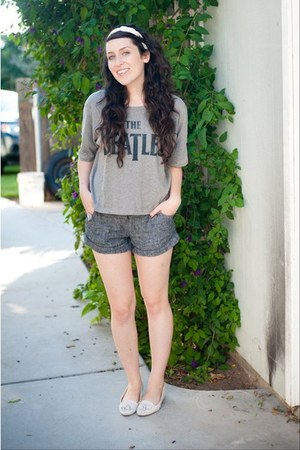 heather gray Target shirt - charcoal gray Forever 21 shorts - ivory Urban Outfit