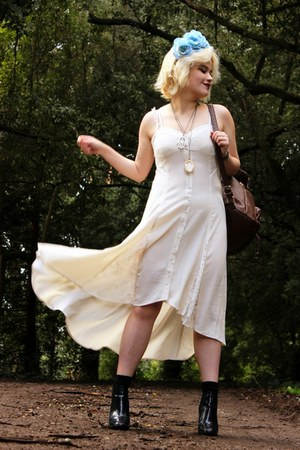 dress white Urban Outfitters dress - Nasty Gal hair accessory