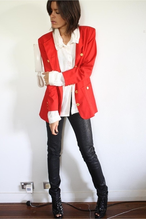 red blazer - white blouse - black H&amp;M jeans - black Senso Diffusion boots