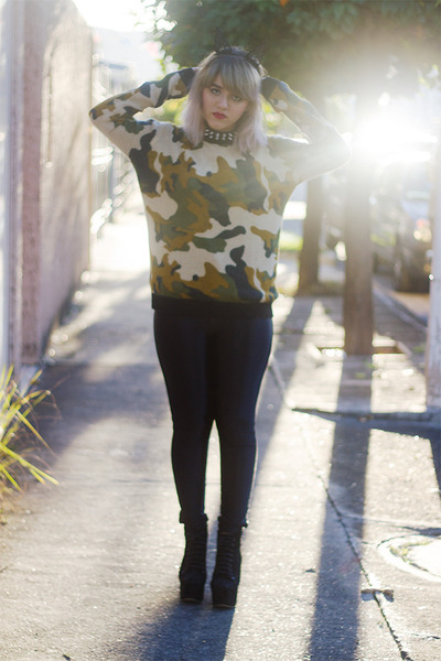 olive green camouflage Pull and Bear sweater