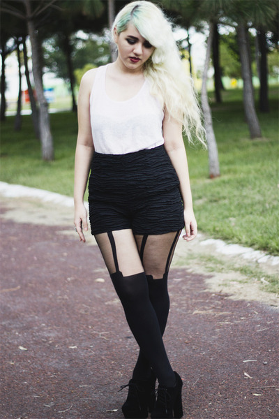 High waisted shorts with tights