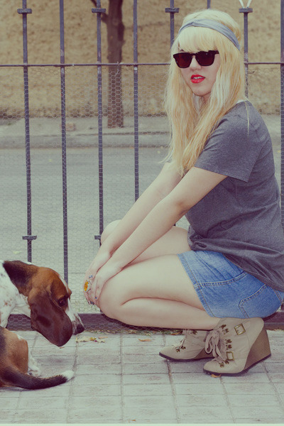 nude wedge Qupid boots - blue Oysho shorts - black random brand sunglasses - cha