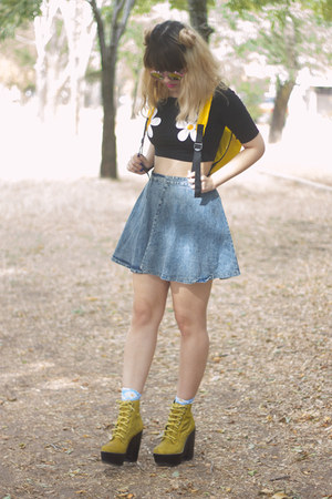 yellow tardy Jeffrey Campbell boots - light blue daisy print Forever 21 socks