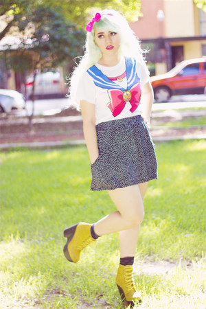 white Sailor Moon t-shirt - yellow tardy Jeffrey Campbell boots