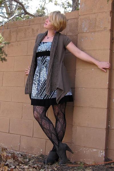 flower Body Central dress - trellis Target tights - olive Target cardigan - boot