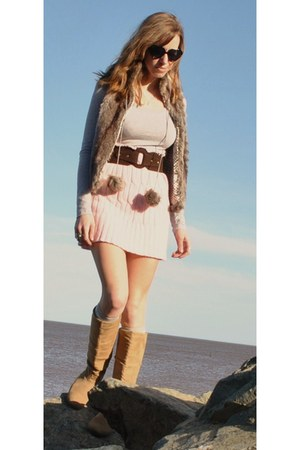 tan suede Spring boots - black heart shaped UO sunglasses