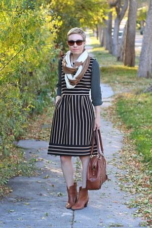 Target dress - Nine West boots - H&M shirt - Old Navy scarf