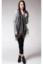 black Shawlsmith London scarf - gray gestuz dress
