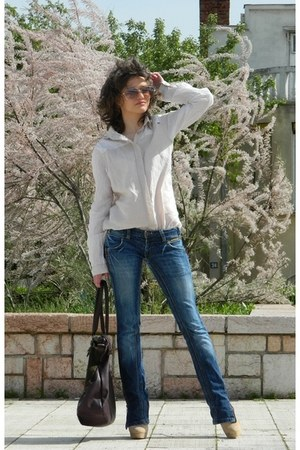 blue non branded jeans - beige PS Fashion shirt - crimson david jones bag