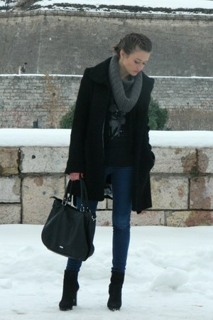 BOA coat - Zara jeans - Aldo bag - Bershka t-shirt