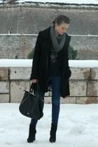 BOA coat - Zara jeans - Aldo bag - Bershka t-shirt