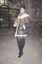 dark brown leather and fur A&A Vesa coat - black jazz boots