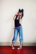 black top - H&M jeans - red bench shoes - red Cindy Carol belt - red maldita wor