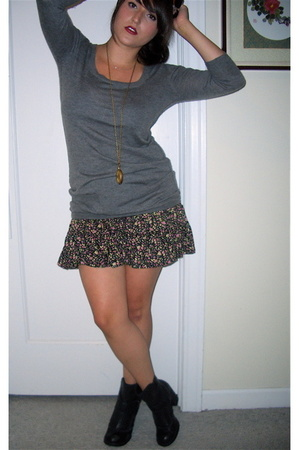 minden chan sweater - Urban Outfitters skirt - Report shoes - vintage scarf