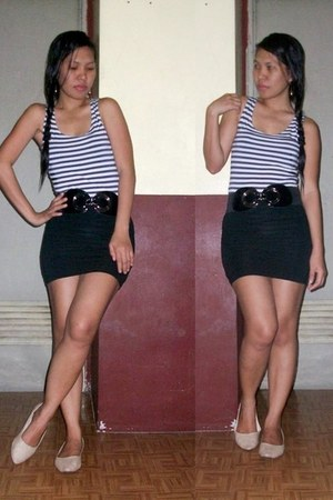 navy blouse - black belt - black skirt - neutral flats